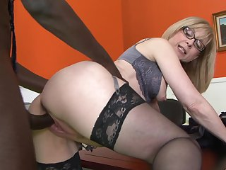 Nina Hartley feels the best feeling ever with Nathan Threats sturdy fuck stick in mouth
