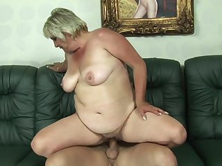 Blonde gets down on her knees to take guy's fuck stick deep down her throat