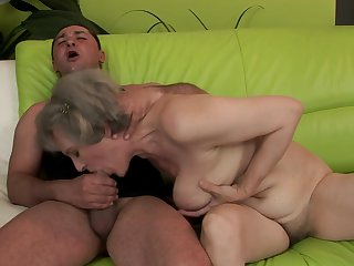 Mature keeps her mouth wide open while taking cumshot