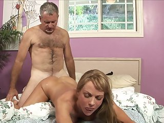 Blonde with huge jugs gets the fuck of her dreams