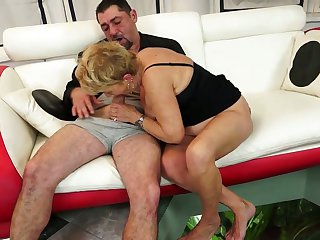 Blonde with huge jugs takes oral sex to the whole new level