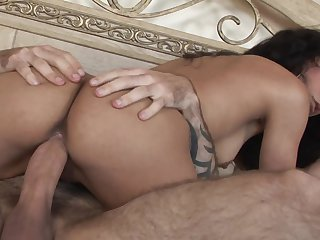 Brunette Tia Cyrus gets a mouthful of schlong in blowjob action with horny fellow