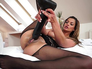 Busty Klarisa Leone enjoys her big black dildo