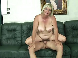 Blonde gets her throat pumped full of worm in cock sucking action with hot fellow