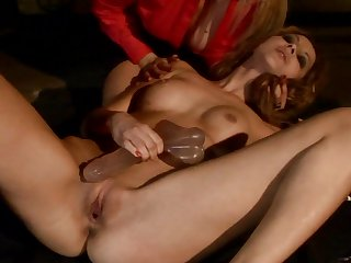 Teen Cindy Hope Klaudia can't resist Lea Lexus's attraction and gives her love box a lick